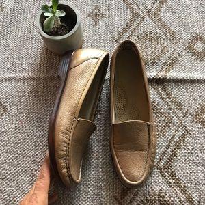 SAS simplify bronze Moccasin loafer size 8